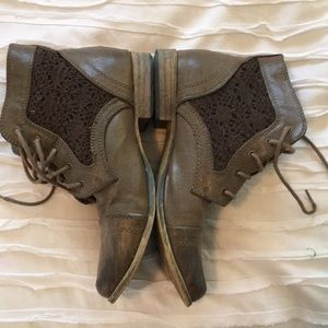 Brown ankle boots with lace